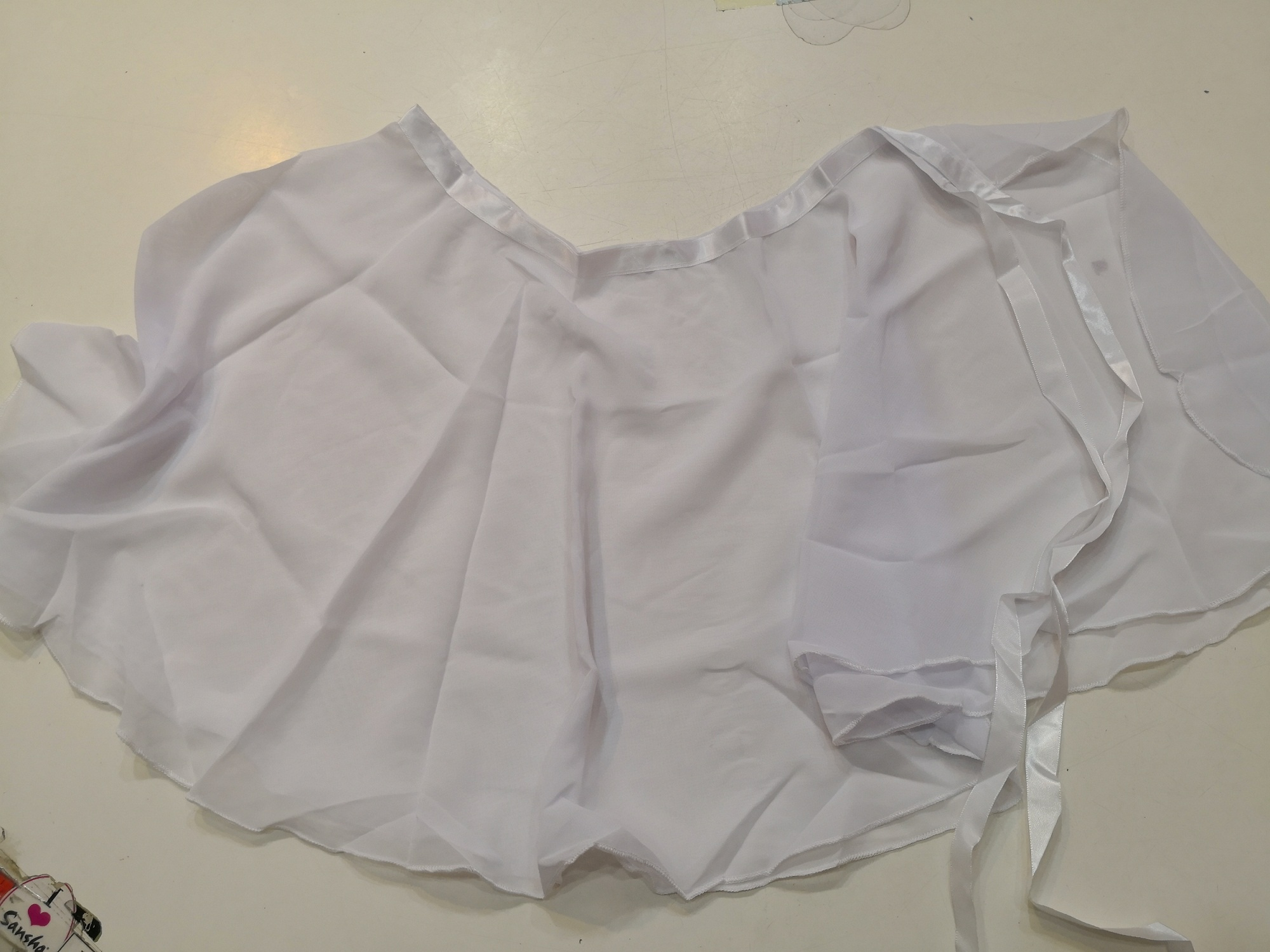 nova suknja bijela pixel